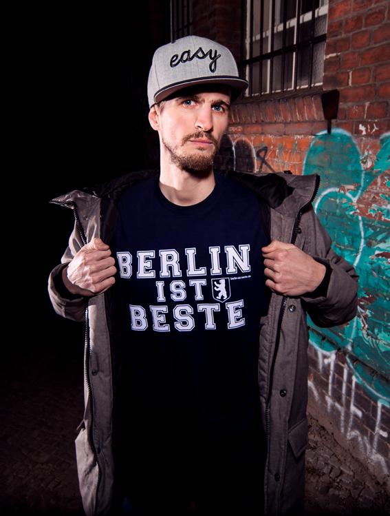Moabit Ist Beste T-Shirts by Frank Wolf